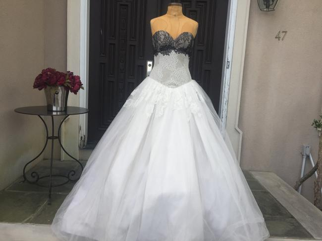 Item - White and Black Chantilly Lace Margaret Traditional Wedding Dress Size 10 (M)