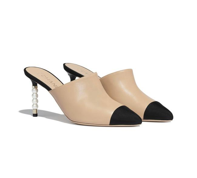 Item - Nude and Black Runway Two Tone Pearl Mules/Slides Size EU 38.5 (Approx. US 8.5) Regular (M, B)