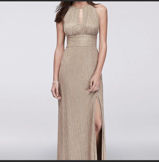 Item - Gold Polyester Metallic Key Hole A Line Halter Formal Bridesmaid/Mob Dress Size 6 (S)