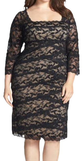 Item - Tiered Lace Sheath Mid-length Cocktail Dress Size 14 (L)