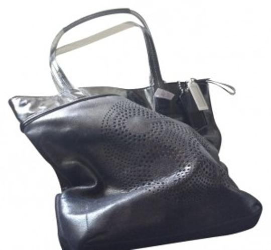 Preload https://item2.tradesy.com/images/coach-audrey-slim-silver-and-black-leather-tote-28806-0-0.jpg?width=440&height=440