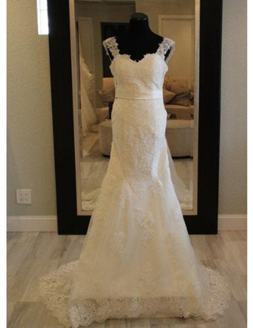 Item - Marisol Lace Mermaid Gown with Sweetheart Neckline Button Back Formal Wedding Dress Size 4 (S)