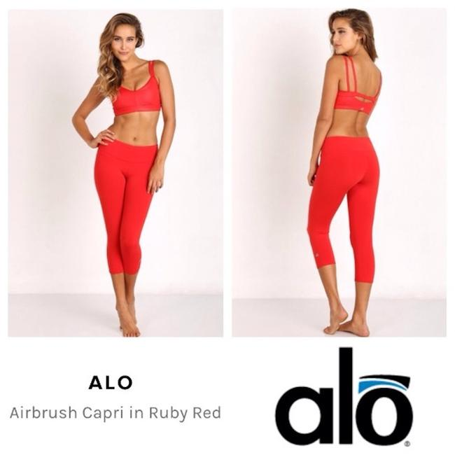 Item - Red Airbrush Crop Activewear Bottoms Size 6 (S, 28)