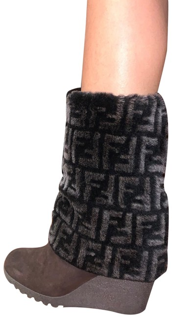 Fendi Brown Faux Fur Monogram Fold Over Wedge Boots/Booties Size EU 36 (Approx. US 6) Regular (M, B) Fendi Brown Faux Fur Monogram Fold Over Wedge Boots/Booties Size EU 36 (Approx. US 6) Regular (M, B) Image 1