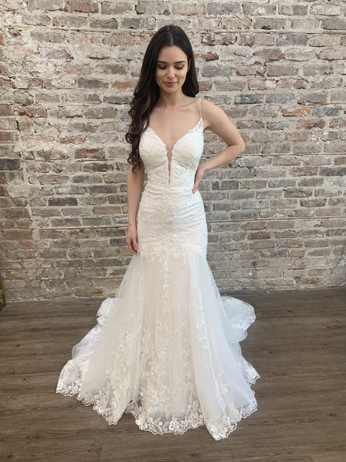Item - Ivory Gown Ivory Lace Over Jersey Knit Lining D2770 Sexy Wedding Dress Size 12 (L)