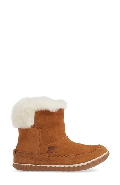 Item - Brown Out 'n About Waterproof with Faux Fur Trim In Elk/ Natural Boots/Booties Size US 9.5 Regular (M, B)