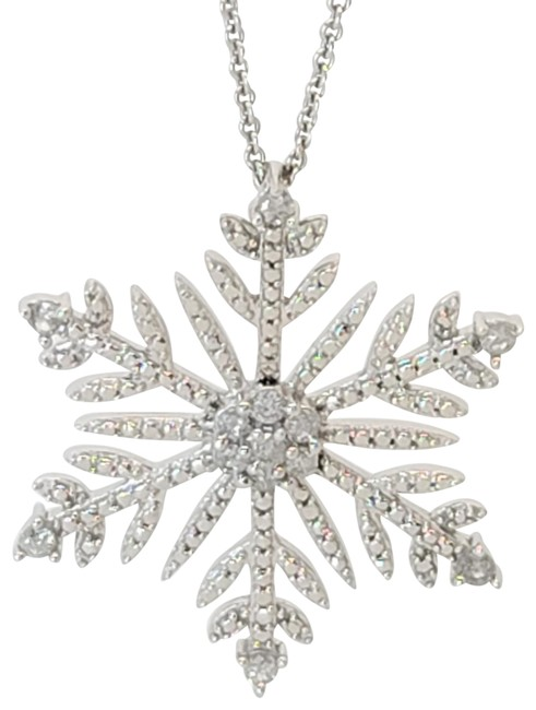 Item - White and Silver 0.50 Cttw Round Snowflake Platinum Plated Ss Pendant Necklace