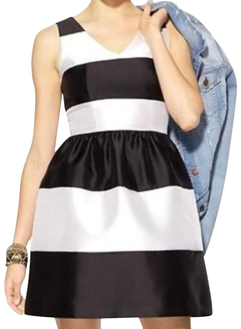 Item - White Fit N Flare Cocktail Dress Size 8 (M)