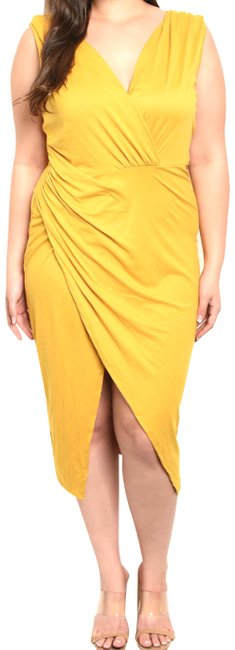 Item - Yellow Sleeveless Overlap Ruch Sheath Mid-length Night Out Dress Size 16 (XL, Plus 0x)