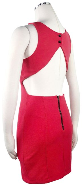 Item - Red Scoop Neck Sheath Party Textured Cut Out Backless Cocktail Dress Size 8 (M)