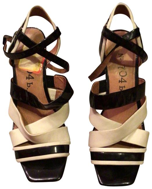 Item - Black and White Chunky Sandals Size US 8 Regular (M, B)