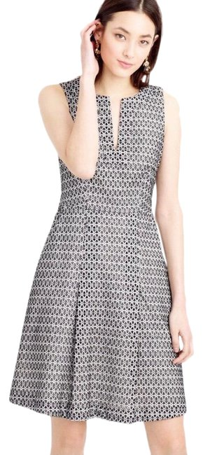 Item - Black White Contrast Eyelet Pleated Fit & Flare Pockets A-line Mid-length Work/Office Dress Size 4 (S)