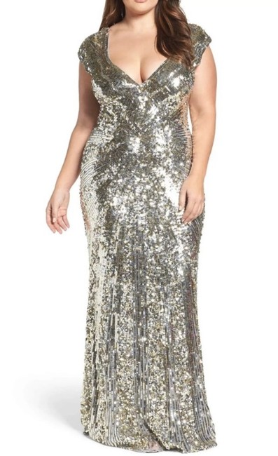 Item - Silver Plunging Sequin V Neck Metallic Gown Long Formal Dress Size 14 (L)