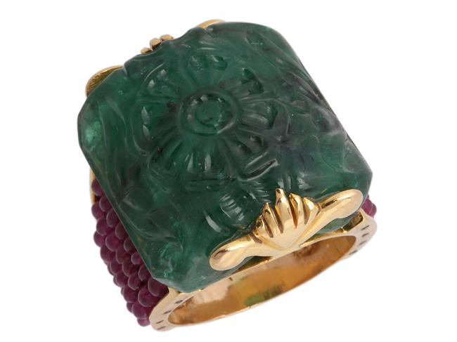 Item - Green 18k Yellow Gold Carved and Ruby Ring