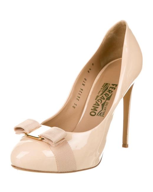 Item - Nude Patent Vara Bow Heels Pumps Size EU 38.5 (Approx. US 8.5) Regular (M, B)