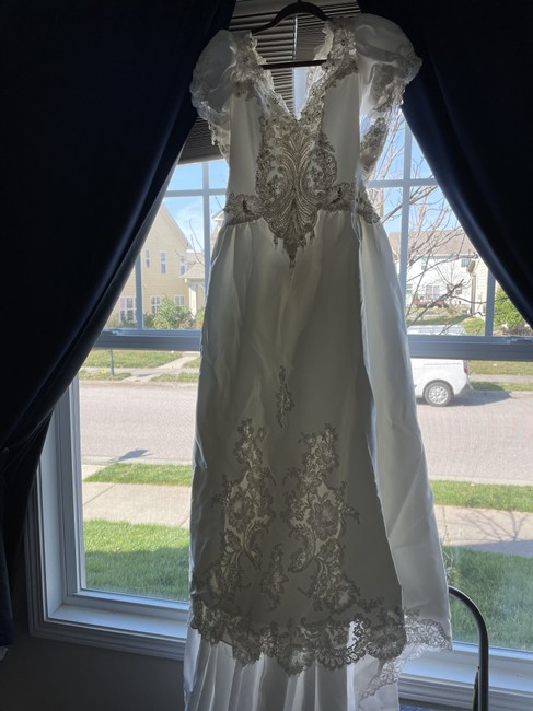 Item - White Satin and Lace with Vintage Wedding Dress Size 12 (L)