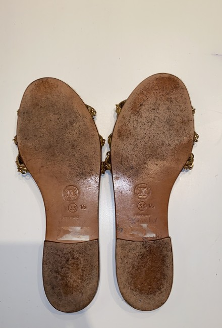 Chanel Gold Leather Sandals Size EU 35.5 (Approx. US 5.5) Narrow (Aa, N) Chanel Gold Leather Sandals Size EU 35.5 (Approx. US 5.5) Narrow (Aa, N) Image 4