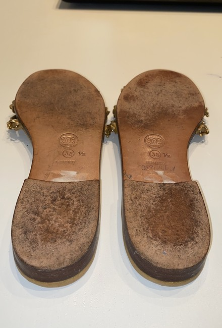Chanel Gold Leather Sandals Size EU 35.5 (Approx. US 5.5) Narrow (Aa, N) Chanel Gold Leather Sandals Size EU 35.5 (Approx. US 5.5) Narrow (Aa, N) Image 5