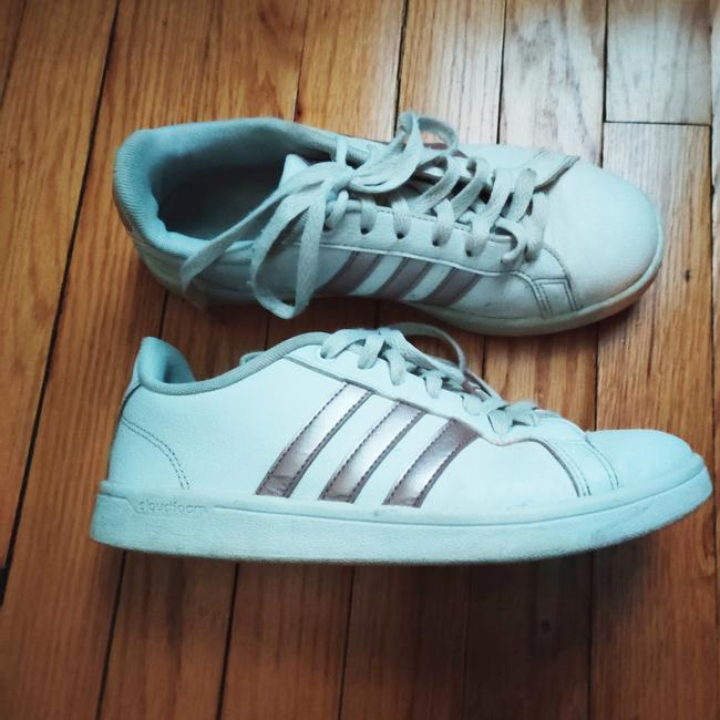 Item - White and Rose Gold Grand Court Sneakers Size US 7 Regular (M, B)