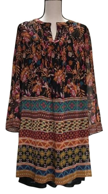 Item - Black With Floral Pring Tunic Size 8 (M)