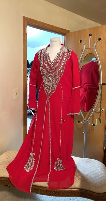 Item - Red and Silver Fabric Dubai Made Traditional Wedding Dress Size 8 (M)