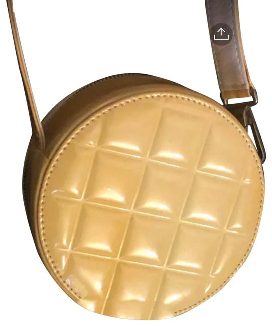 Item - Box Canteen/ Hat Style Bag. Cream/ Beige Patent Leather Wristlet