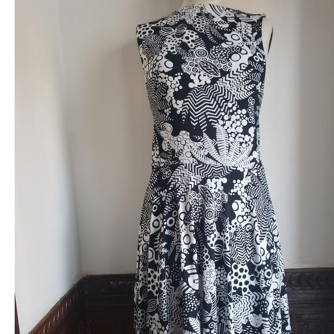 Item - Black and White Floral Criss-cross Mid-length Work/Office Dress Size 6 (S)