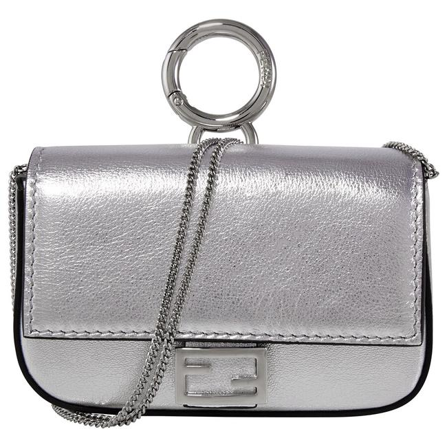 Item - Charm Silver Leather Baguette