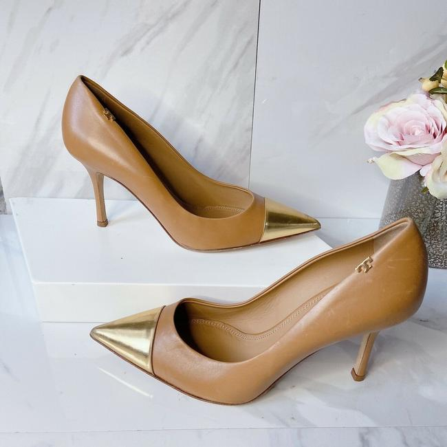 Item - Beige Black Penelope Logo Gold Pointed Toe Slingback Pumps Size US 8.5 Regular (M, B)
