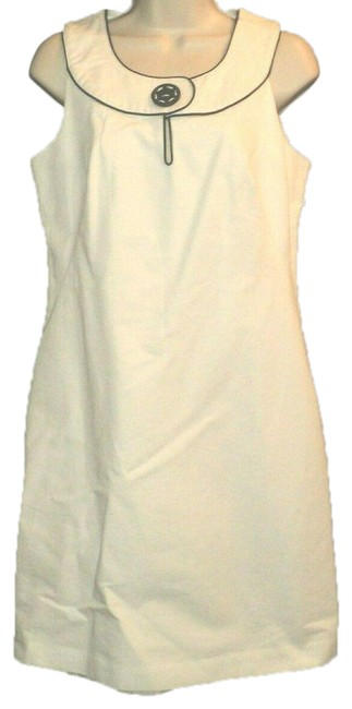 Item - White with Black Trim Sleeveless Sheath Piping Knee Length Lined Mid-length Work/Office Dress Size 4 (S)