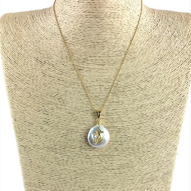 Item - Gold & White 16mm Round Freshwater Coin Pearl On Vermeil Chain Necklace