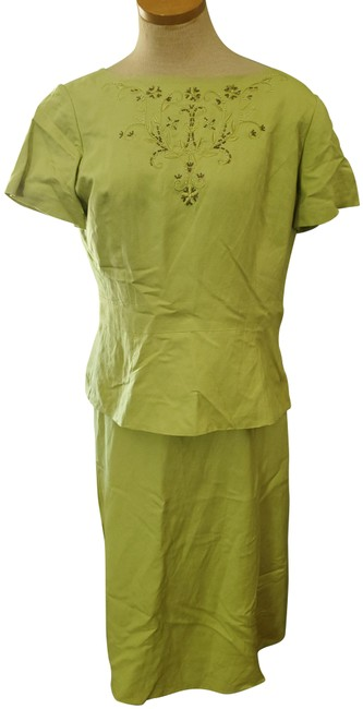 Item - Green And Top Skirt Suit Size 10 (M)