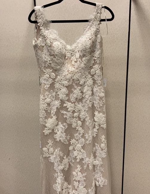 Item - Nude Lace Feminine Wedding Dress Size 6 (S)