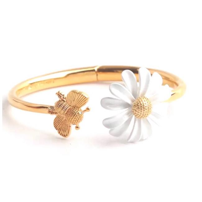 Item - Gold/White Into The Bloom Daisy Bee Cuff Bracelet