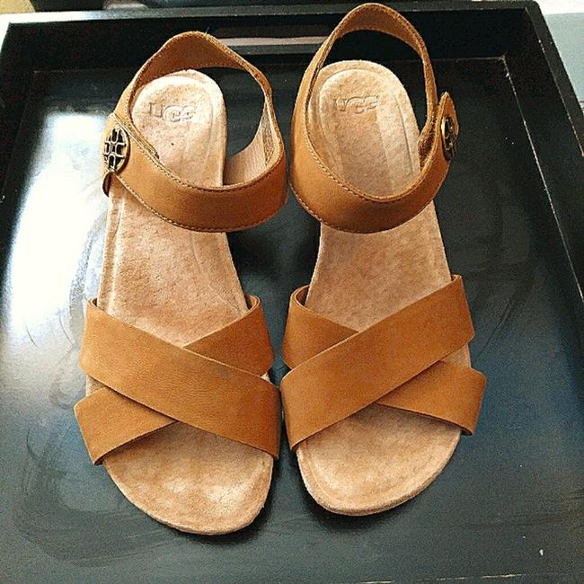 Item - Tan Veva Sandals Size US 7 Regular (M, B)