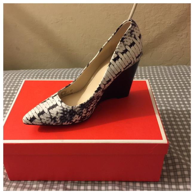 Item - Box With Women Orchard Grphc Prnt Snake White Color Wedges Size US 6 Regular (M, B)