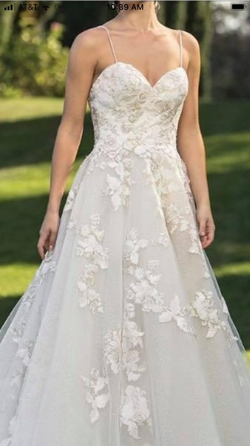 Item - Ivory/Champagne Tulle with Lace Appliqués Feminine Wedding Dress Size 4 (S)