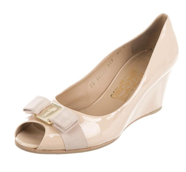 Item - Nude Patent Leather Bow Accents Pumps Wedges Size US 8.5 Regular (M, B)