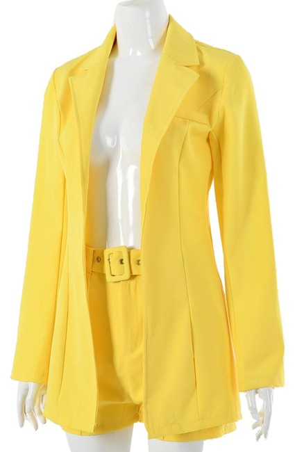 Item - Pink Red Yellow White Women's Blazer Top Two Pieces Set Shorts Suit Size 8 (M)
