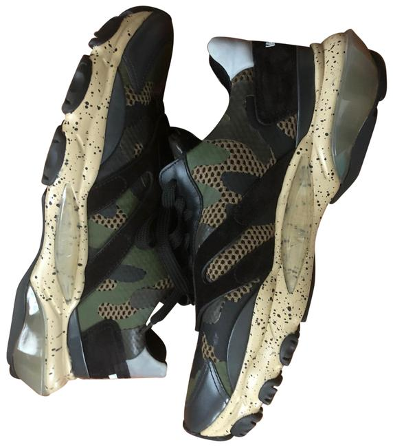 Item - Camouflaged Sneakers Size EU 43 (Approx. US 13) Regular (M, B)