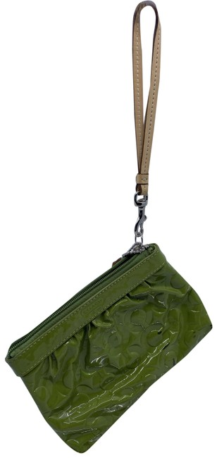 Item - Textured Green Patent Leather Wristlet