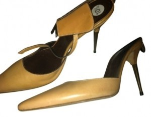 Manolo Blahnik Naturel Pumps