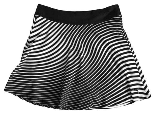 Item - Black & White Dry Cell Motion Striped With Activewear Bottoms Size 8 (M)