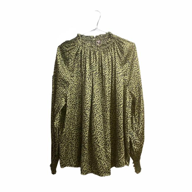 Item - Green Leopard Print Wide with Collar Large Blouse Size 12 (L)