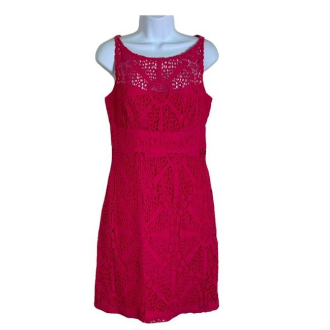 Item - Magenta Sheath Lined Mid-length Cocktail Dress Size 8 (M)