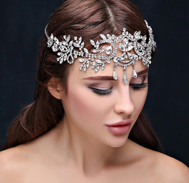 Item - Silver New Bride Sparkly Headpiece Crown Crystal Pageant Veil Tiara Hair Accessory