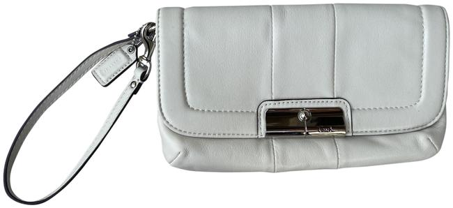 Item - Smooth Off-white Leather Wristlet