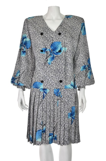 Item - Black & White With Blue Irises Silk Mid-length Night Out Dress Size 14 (L)