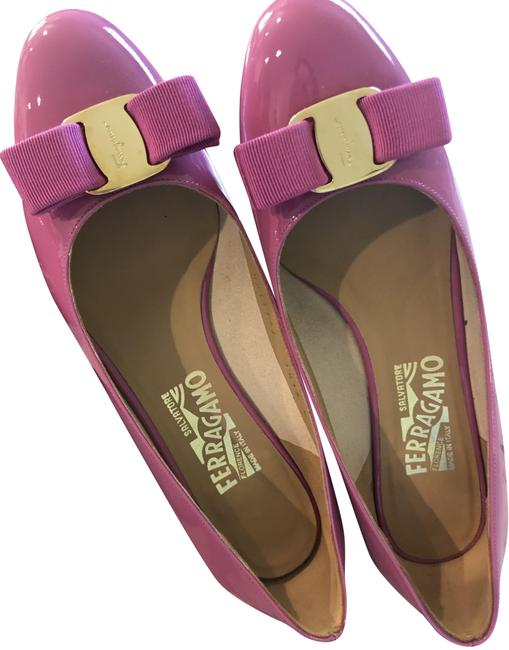 Item - Pink Pattern Leather Vara Bow Block Pumps Size US 7 Wide (C, D)