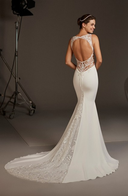 Item - Off White Crepe and Lace Aquila Modern Wedding Dress Size 6 (S)